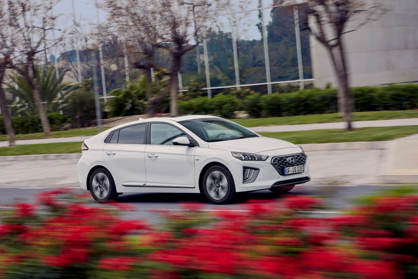 2019 Hyundai Ioniq facelift gets detailed – styling and equipment updates; EV version gains larger battery Image #956771