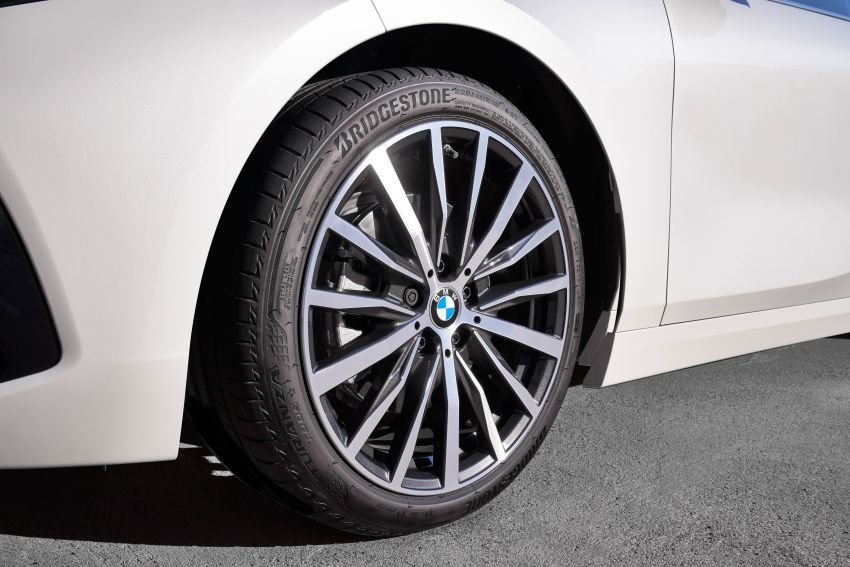 F40 BMW 1 Series makes its debut – third-gen is now front-wheel drive, gets range-topping M135i xDrive Image #963527