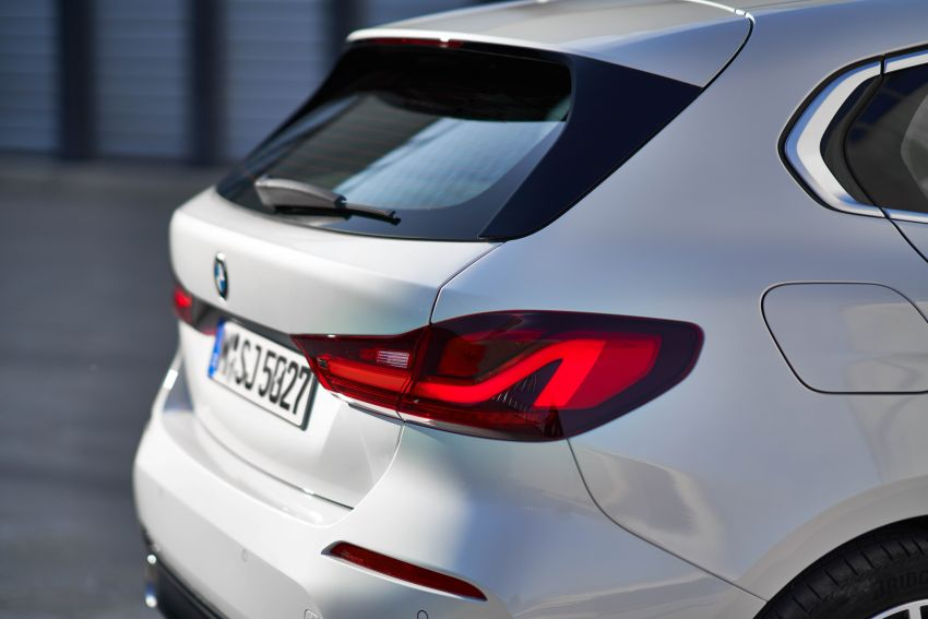 F40 BMW 1 Series makes its debut – third-gen is now front-wheel drive, gets range-topping M135i xDrive Image #963529