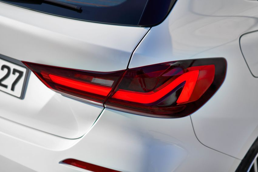 F40 BMW 1 Series makes its debut – third-gen is now front-wheel drive, gets range-topping M135i xDrive Image #963530