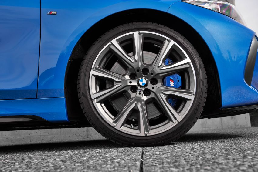 F40 BMW 1 Series makes its debut – third-gen is now front-wheel drive, gets range-topping M135i xDrive Image #963594