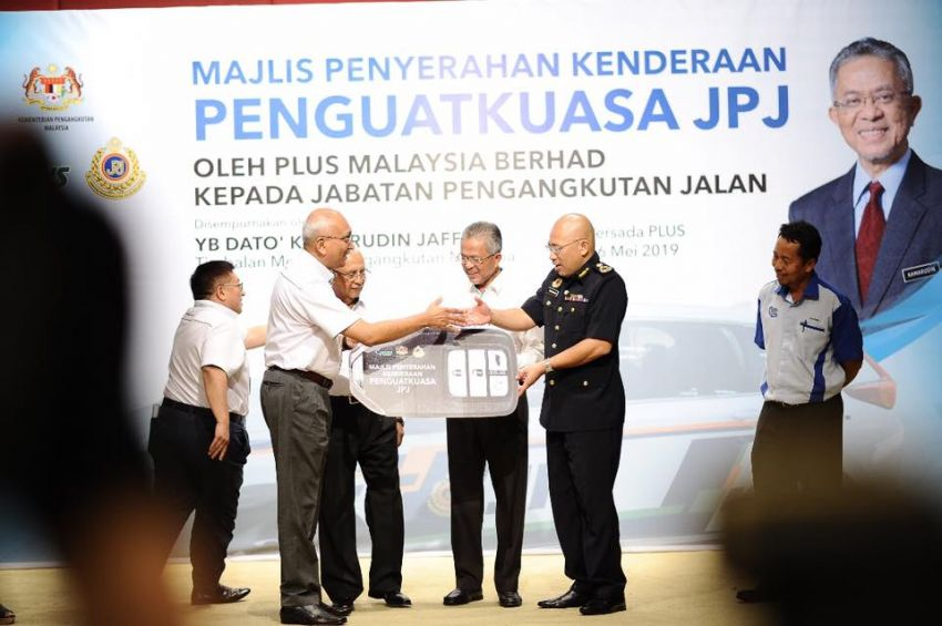 PLUS hands over 10 units of Honda CR-V 2.0L to JPJ Image #960481