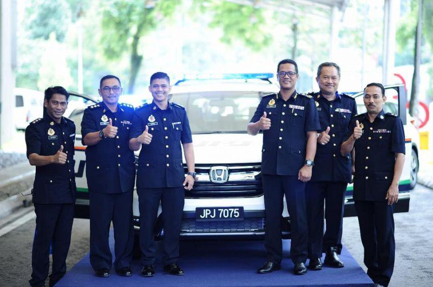 PLUS hands over 10 units of Honda CR-V 2.0L to JPJ Image #960483