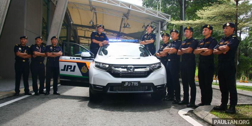 PLUS hands over 10 units of Honda CR-V 2.0L to JPJ Image #960458