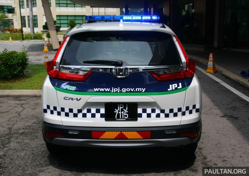 PLUS hands over 10 units of Honda CR-V 2.0L to JPJ Image #960462