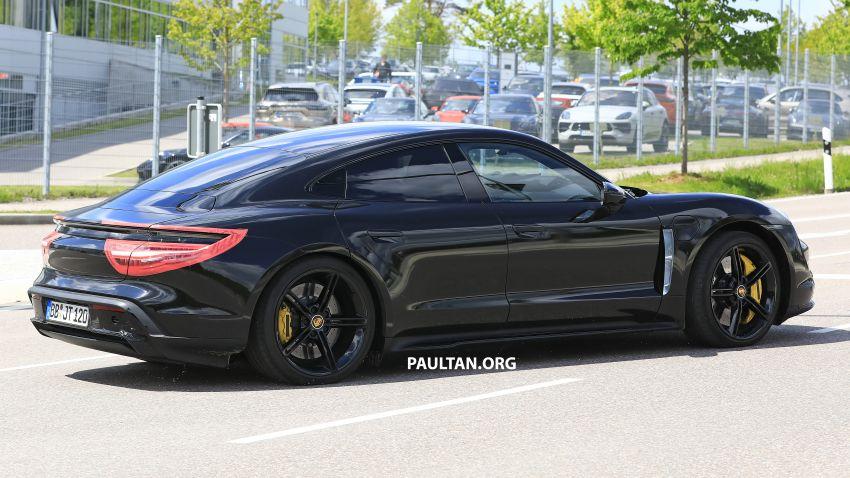 SPYSHOTS: Porsche Taycan drops most of its camo Image #959135