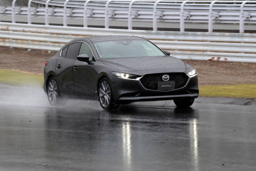 2019 Mazda 3 in detail – improved NVH; why a torsion beam and no touchscreen; unique sedan/hatch styling Image #974265