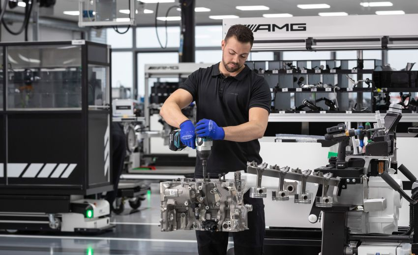 Mercedes-AMG builds the world's most powerful turbo 4-cylinder engine for the new A45 – 416 hp, 500 Nm Image #969246