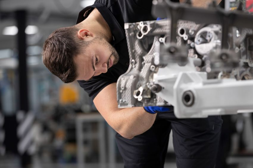 Mercedes-AMG builds the world's most powerful turbo 4-cylinder engine for the new A45 – 416 hp, 500 Nm Image #969249