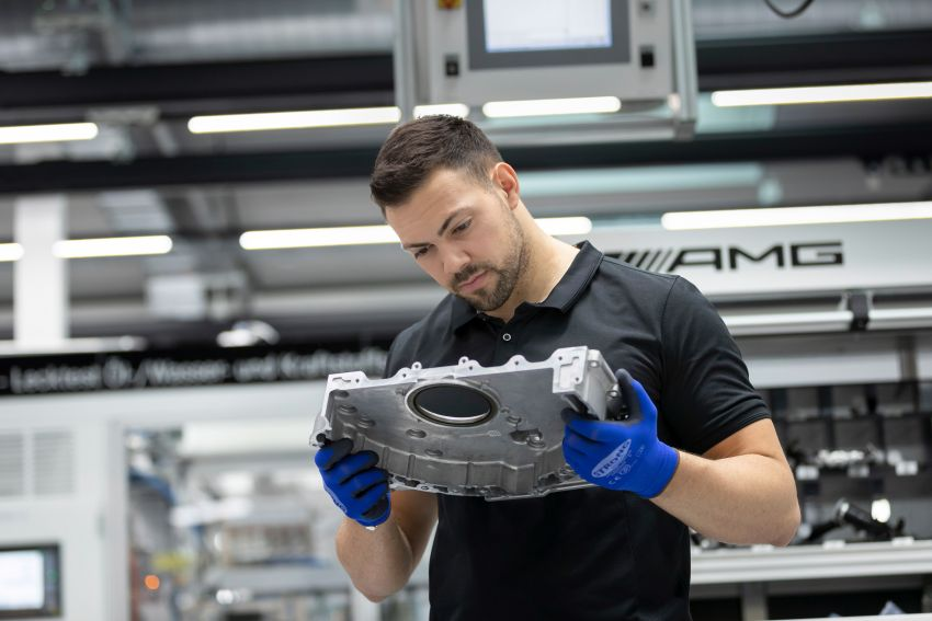 Mercedes-AMG builds the world's most powerful turbo 4-cylinder engine for the new A45 – 416 hp, 500 Nm Image #969265
