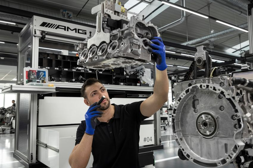 Mercedes-AMG builds the world's most powerful turbo 4-cylinder engine for the new A45 – 416 hp, 500 Nm Image #969270