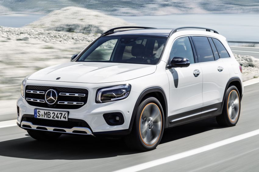 Mercedes-Benz GLB shown: compact SUV with 7 seats Image #969774