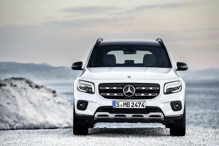Mercedes-Benz GLB shown: compact SUV with 7 seats Image #969867