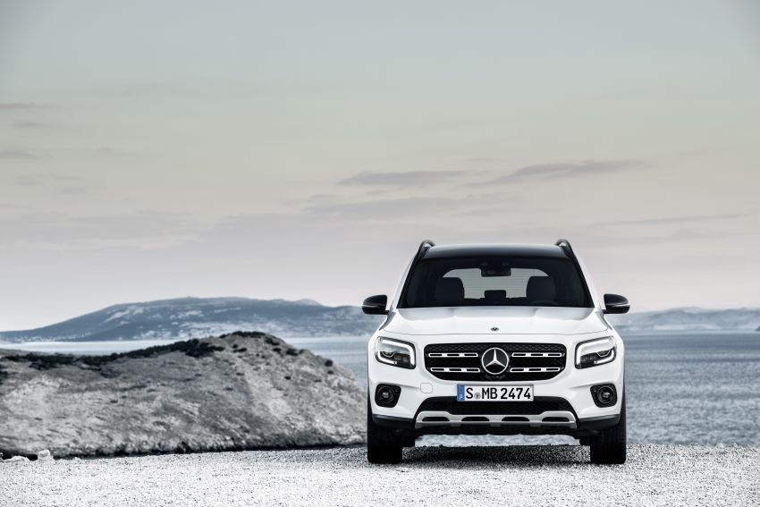 Mercedes-Benz GLB shown: compact SUV with 7 seats Image #969875