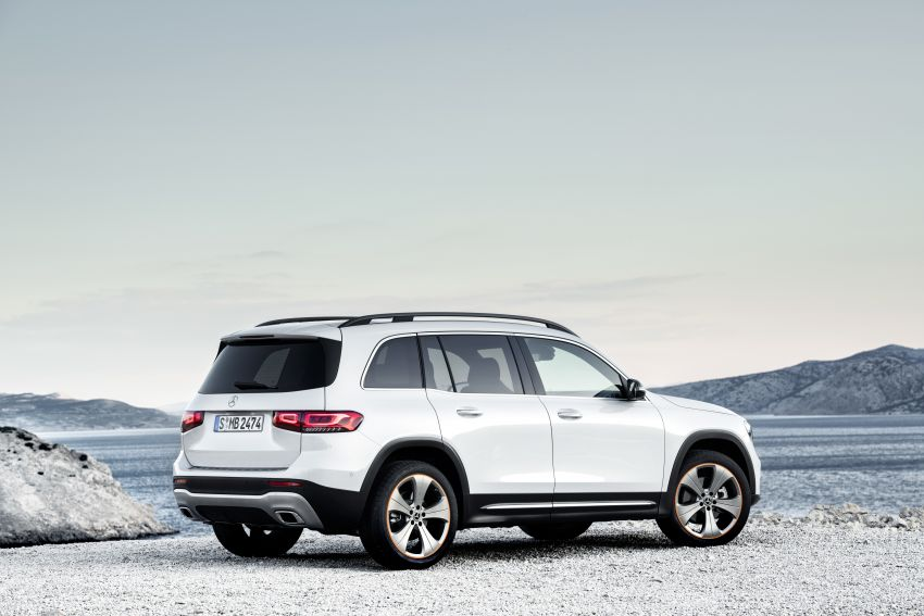 Mercedes-Benz GLB shown: compact SUV with 7 seats Image #969895