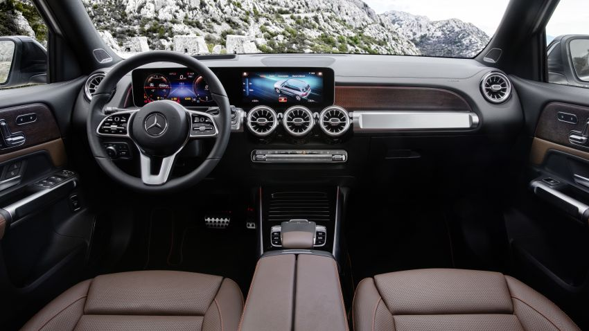 Mercedes-Benz GLB shown: compact SUV with 7 seats Image #969901