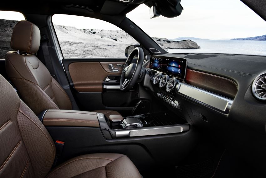 Mercedes-Benz GLB shown: compact SUV with 7 seats Image #969903
