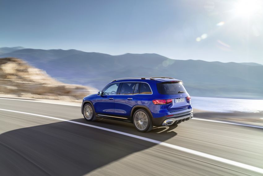 Mercedes-Benz GLB shown: compact SUV with 7 seats Image #969934