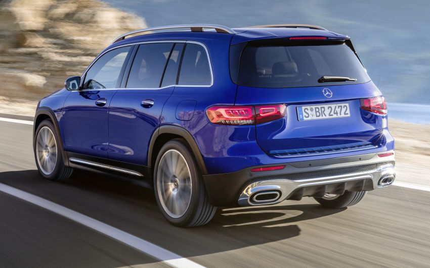 Mercedes-Benz GLB shown: compact SUV with 7 seats Image #969935
