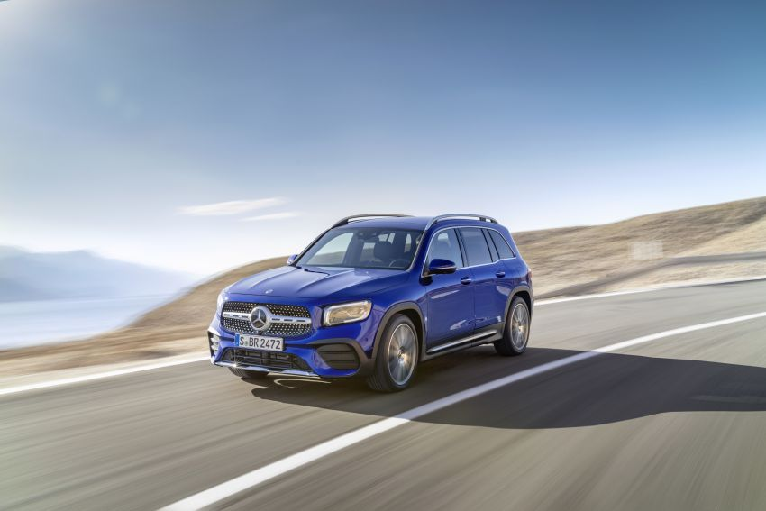 Mercedes-Benz GLB shown: compact SUV with 7 seats Image #969937