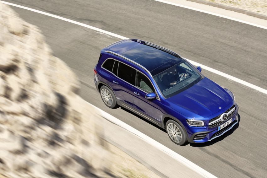 Mercedes-Benz GLB shown: compact SUV with 7 seats Image #969938
