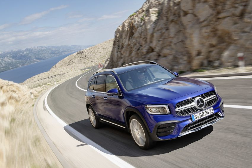Mercedes-Benz GLB shown: compact SUV with 7 seats Image #969939