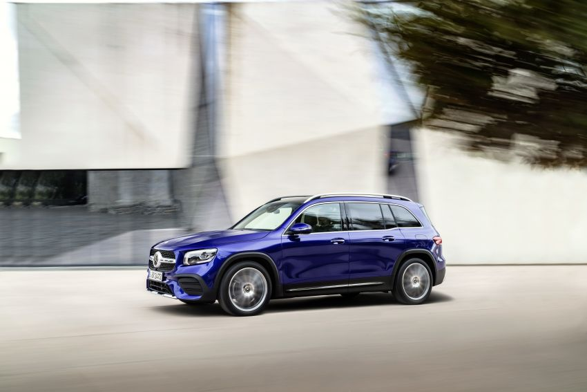 Mercedes-Benz GLB shown: compact SUV with 7 seats Image #969940