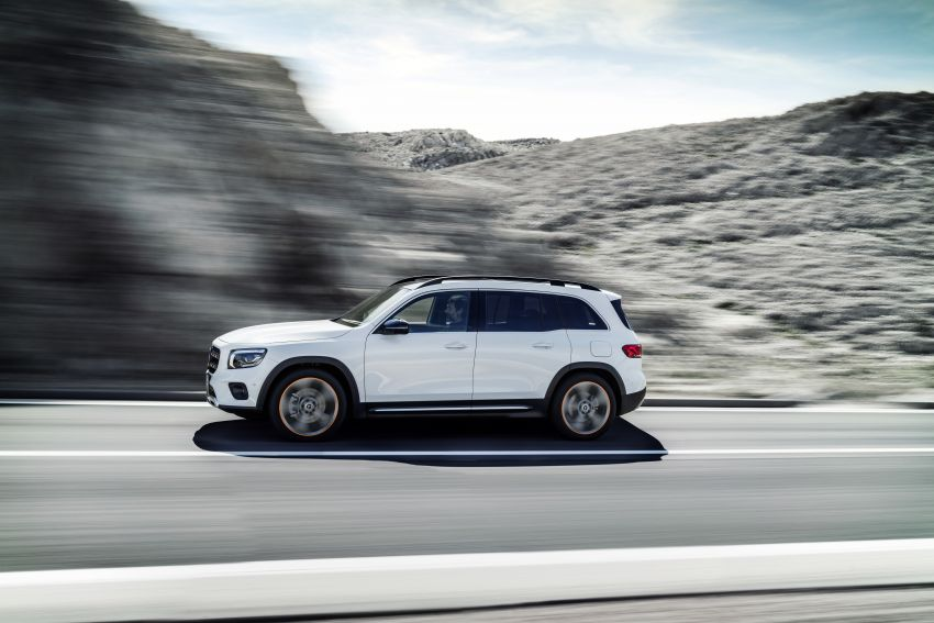 Mercedes-Benz GLB shown: compact SUV with 7 seats Image #969787