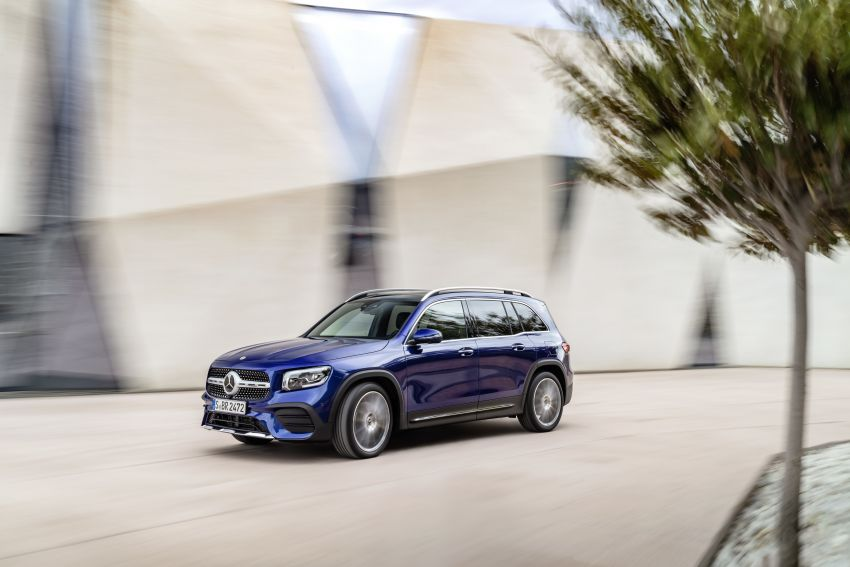 Mercedes-Benz GLB shown: compact SUV with 7 seats Image #969941