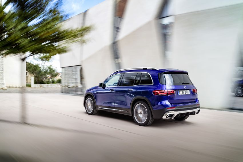 Mercedes-Benz GLB shown: compact SUV with 7 seats Image #969942