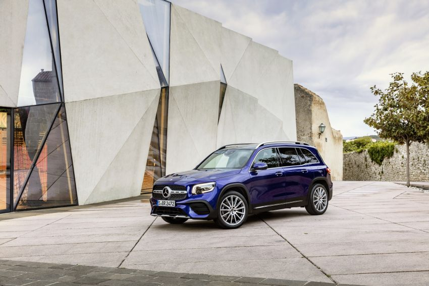 Mercedes-Benz GLB shown: compact SUV with 7 seats Image #969949