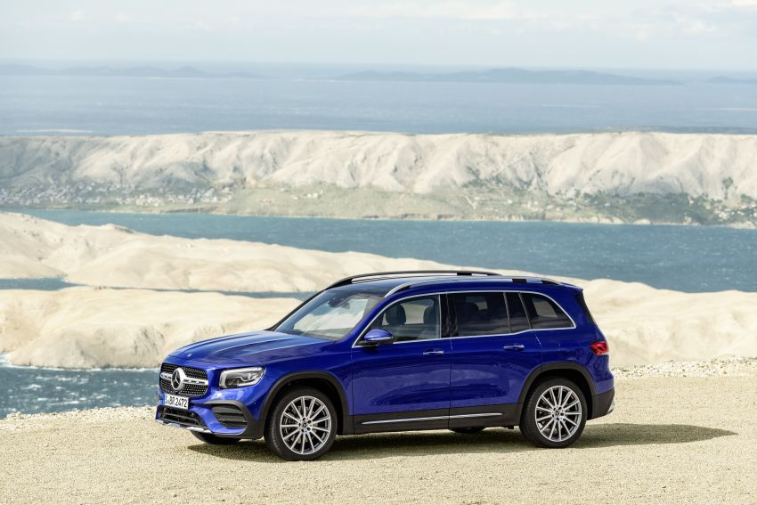 Mercedes-Benz GLB shown: compact SUV with 7 seats Image #969952