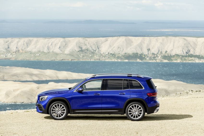 Mercedes-Benz GLB shown: compact SUV with 7 seats Image #969954