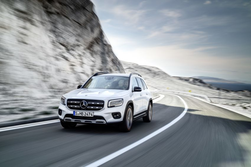 Mercedes-Benz GLB shown: compact SUV with 7 seats Image #969799
