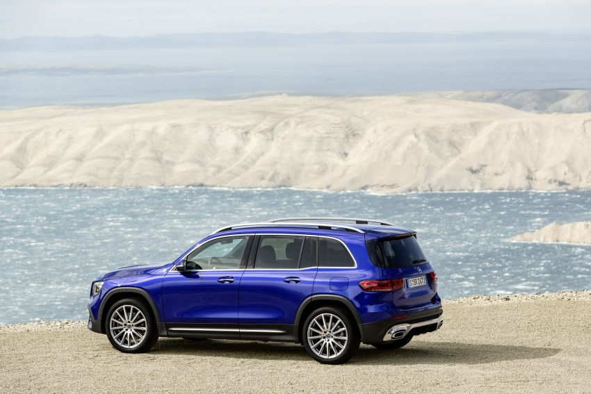 Mercedes-Benz GLB shown: compact SUV with 7 seats Image #969955