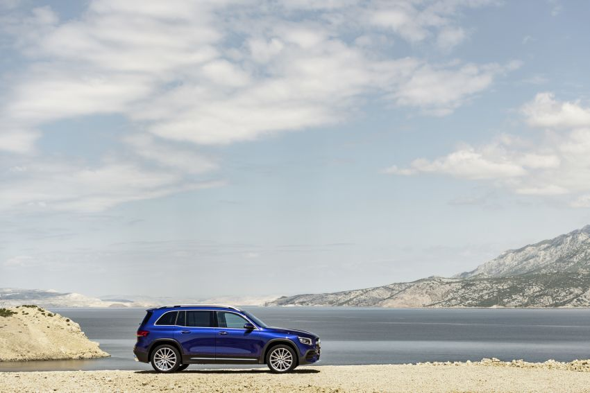 Mercedes-Benz GLB shown: compact SUV with 7 seats Image #969959