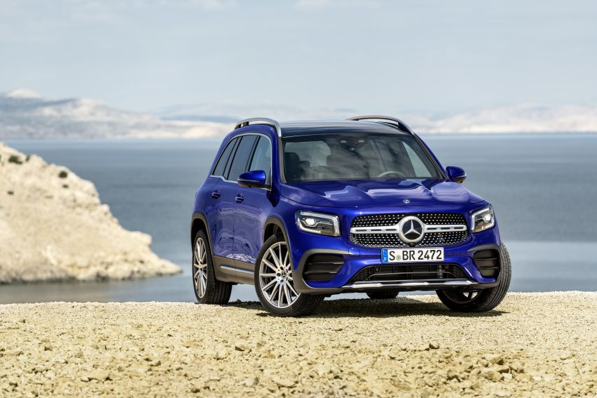 Mercedes-Benz GLB shown: compact SUV with 7 seats Image #969962