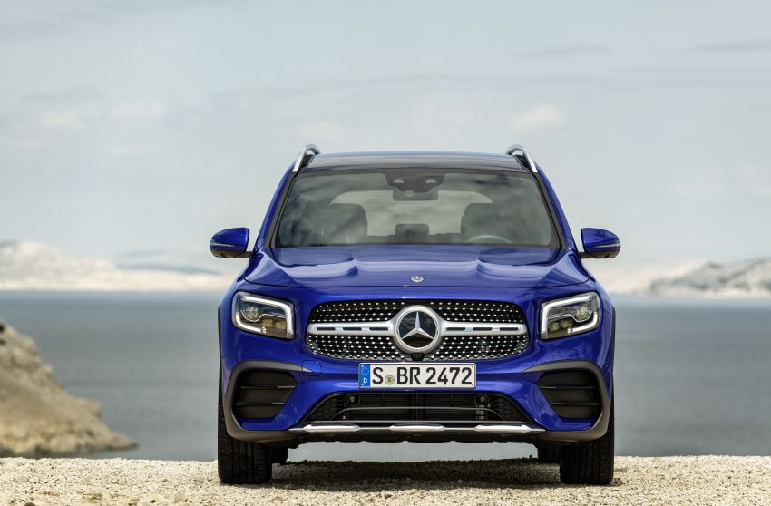 Mercedes-Benz GLB shown: compact SUV with 7 seats Image #969963