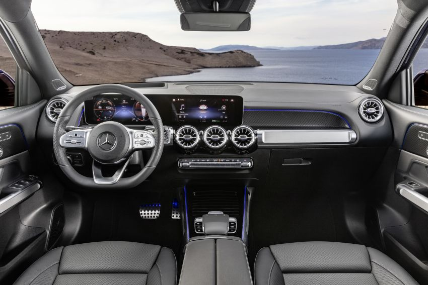 Mercedes-Benz GLB shown: compact SUV with 7 seats Image #969967