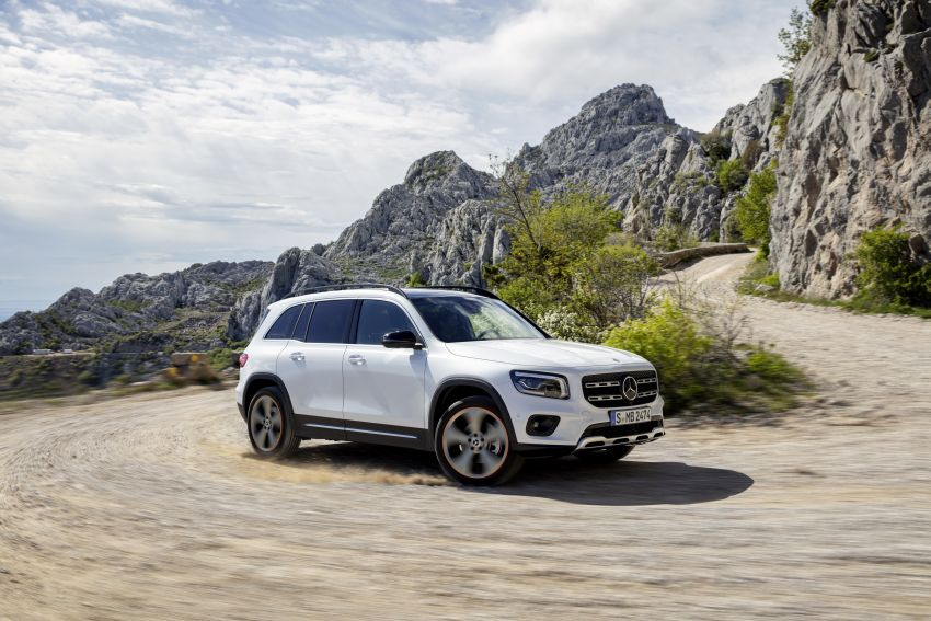 Mercedes-Benz GLB shown: compact SUV with 7 seats Image #969810