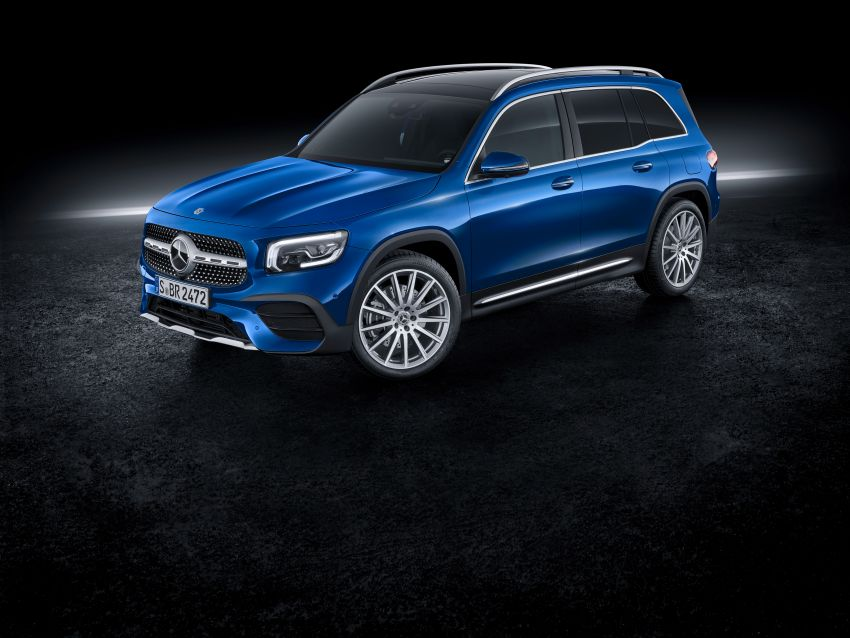 Mercedes-Benz GLB shown: compact SUV with 7 seats Image #970036