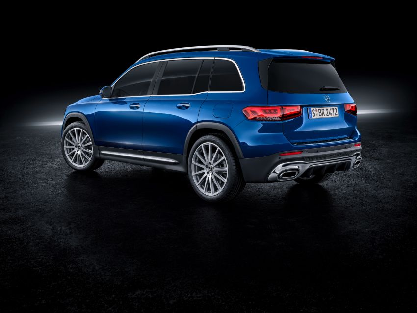 Mercedes-Benz GLB shown: compact SUV with 7 seats Image #970037