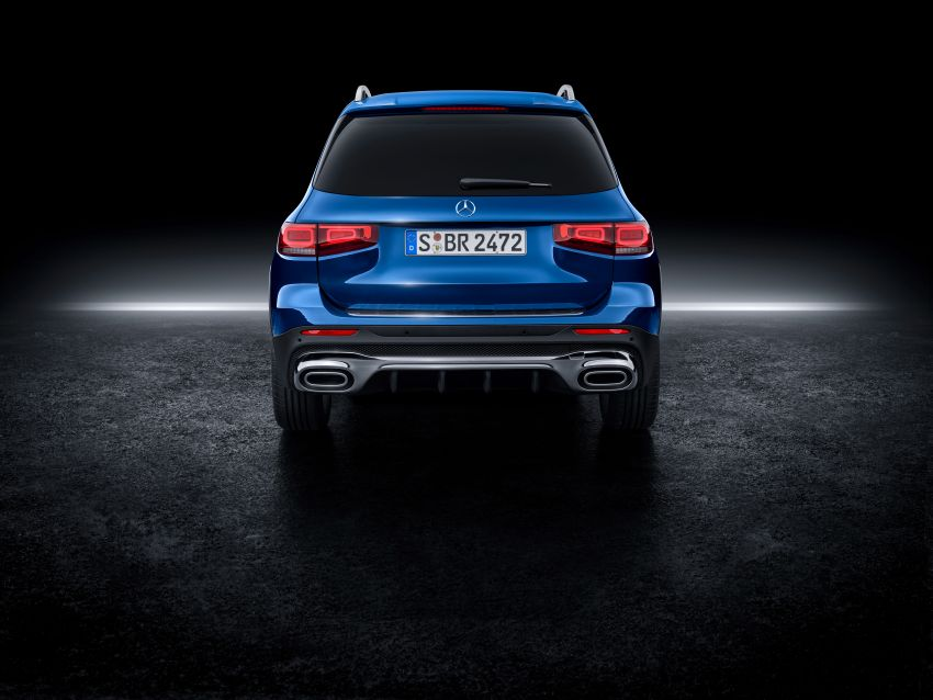 Mercedes-Benz GLB shown: compact SUV with 7 seats Image #970040