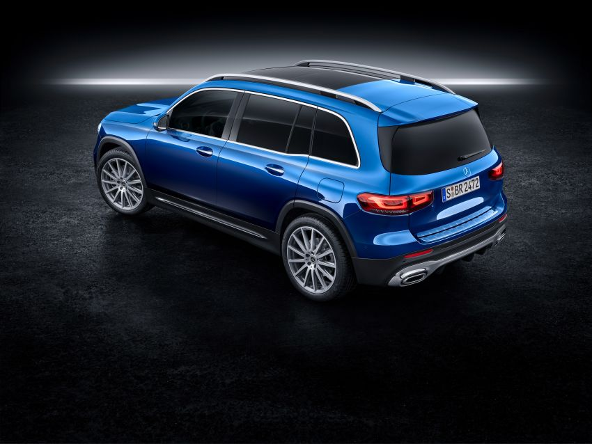 Mercedes-Benz GLB shown: compact SUV with 7 seats Image #970041