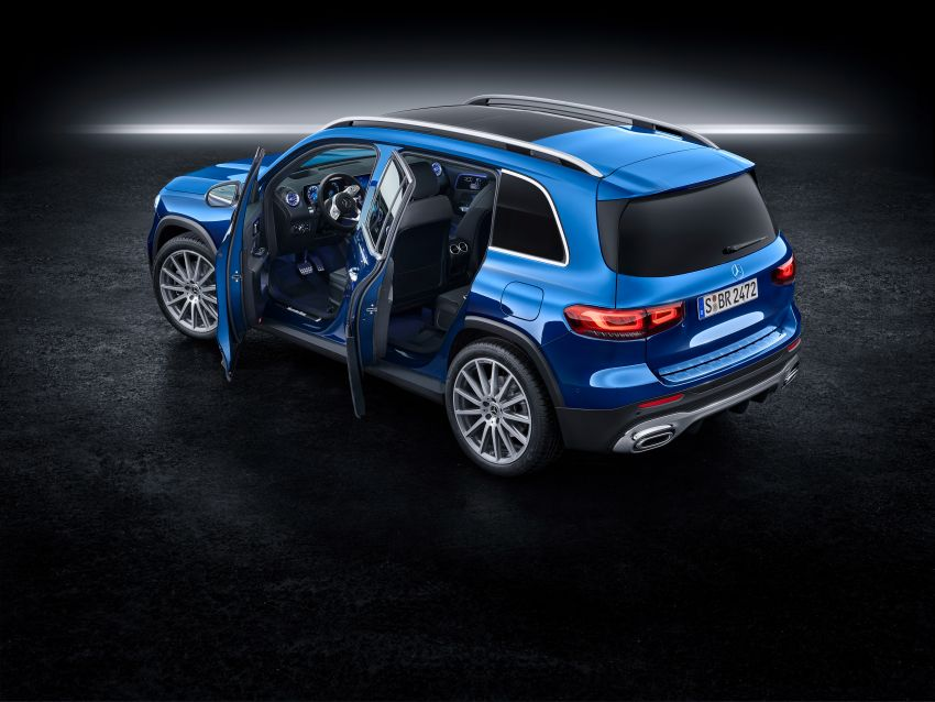 Mercedes-Benz GLB shown: compact SUV with 7 seats Image #970042