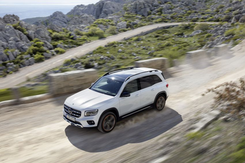 Mercedes-Benz GLB shown: compact SUV with 7 seats Image #969820