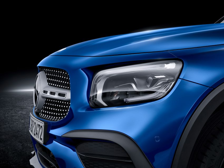 Mercedes-Benz GLB shown: compact SUV with 7 seats Image #970045