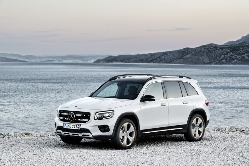 Mercedes-Benz GLB shown: compact SUV with 7 seats Image #969849