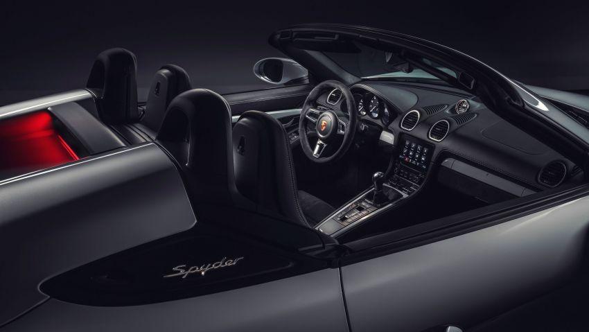 Porsche 718 Cayman GT4, Boxster Spyder unveiled Image #973342