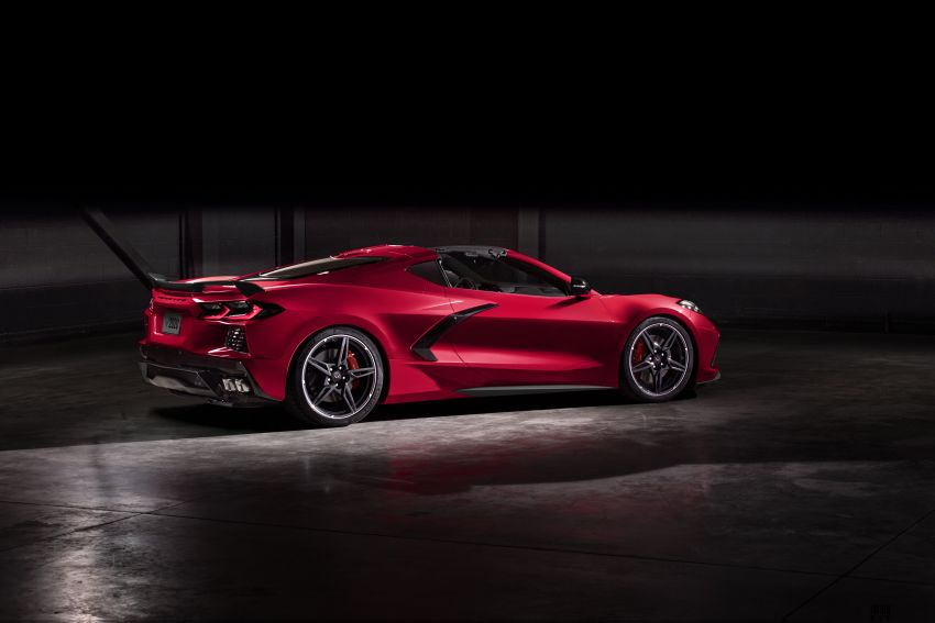 C8 Chevrolet Corvette Stingray goes mid-engined with 495 hp 6.2 litre NA V8, DCT, 0-100 km/h under 3 secs Image #989268
